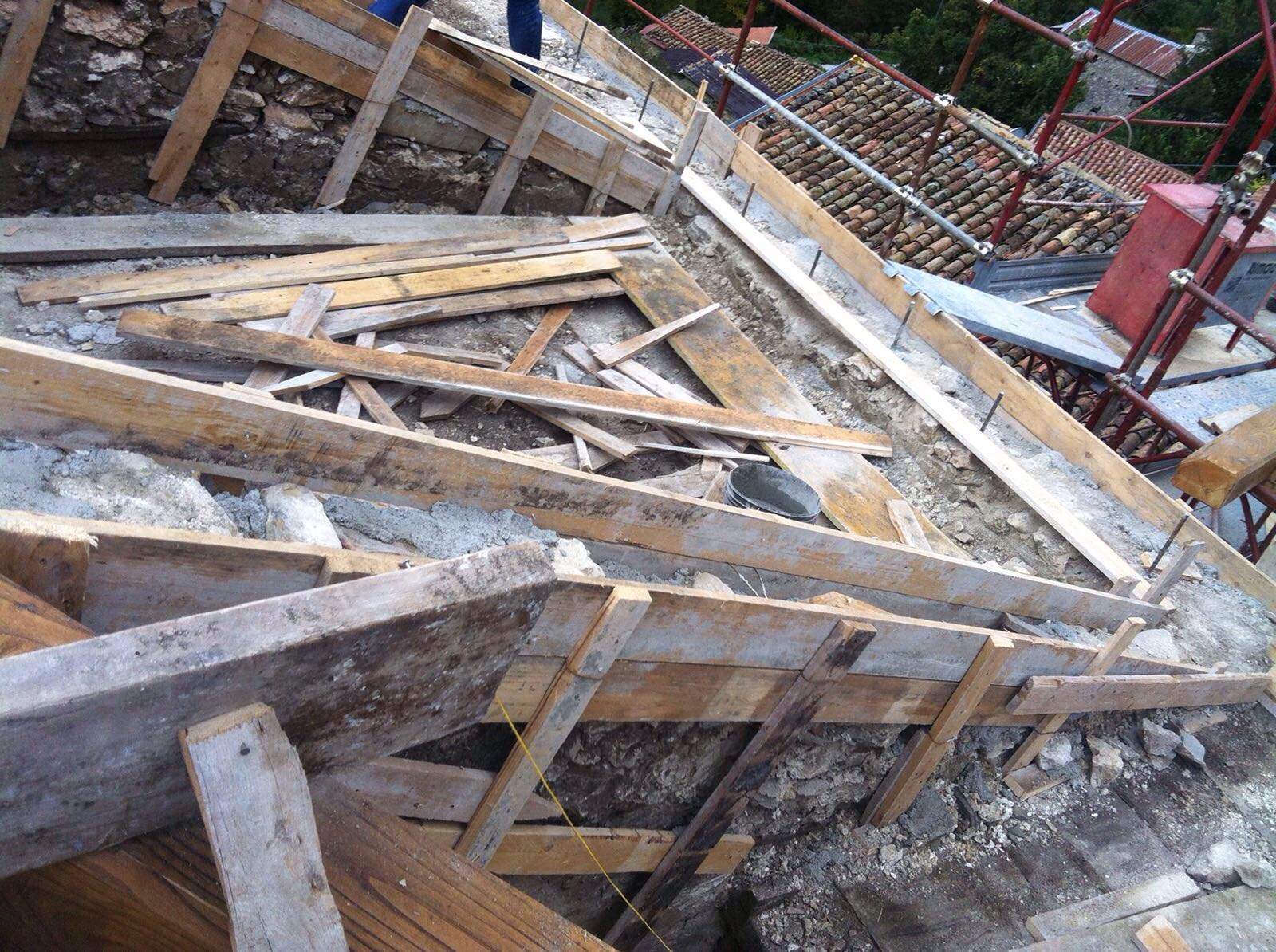 Miglioramento statico edifici in muratura cordoli di piano for Piccola casa costruita su fondamenta